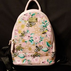 🐝Backpack w/bees by Betsey